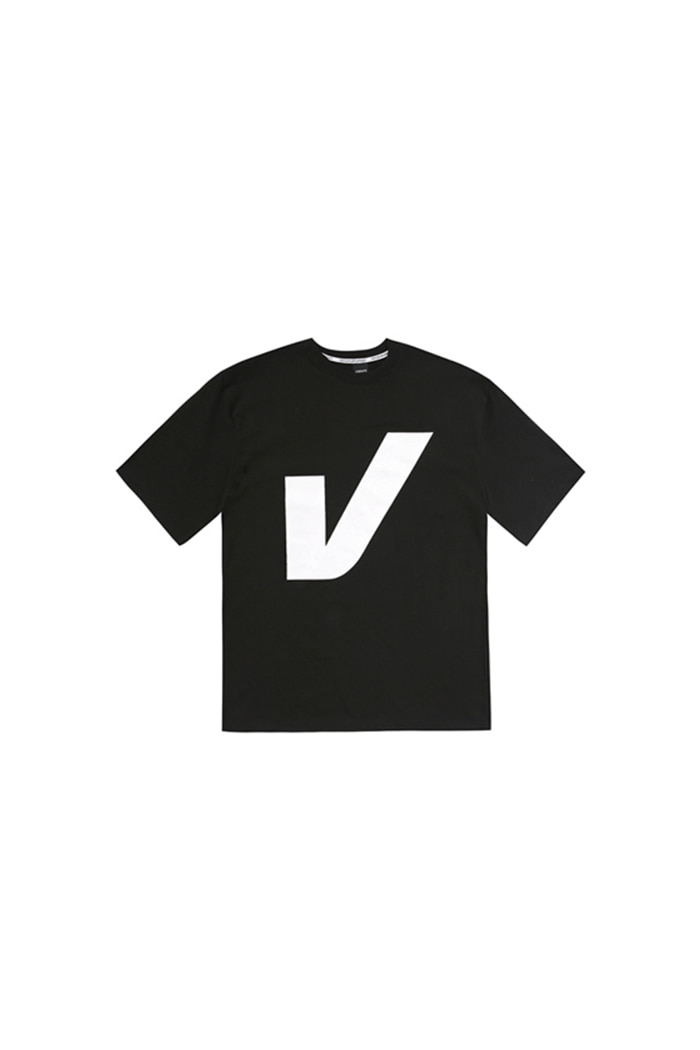 V BIG LOGO T-SHIRT (BLACK)