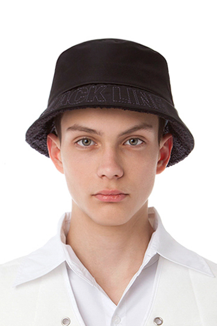 METAL NYLON SHORT BUCKET HAT (BLACK)