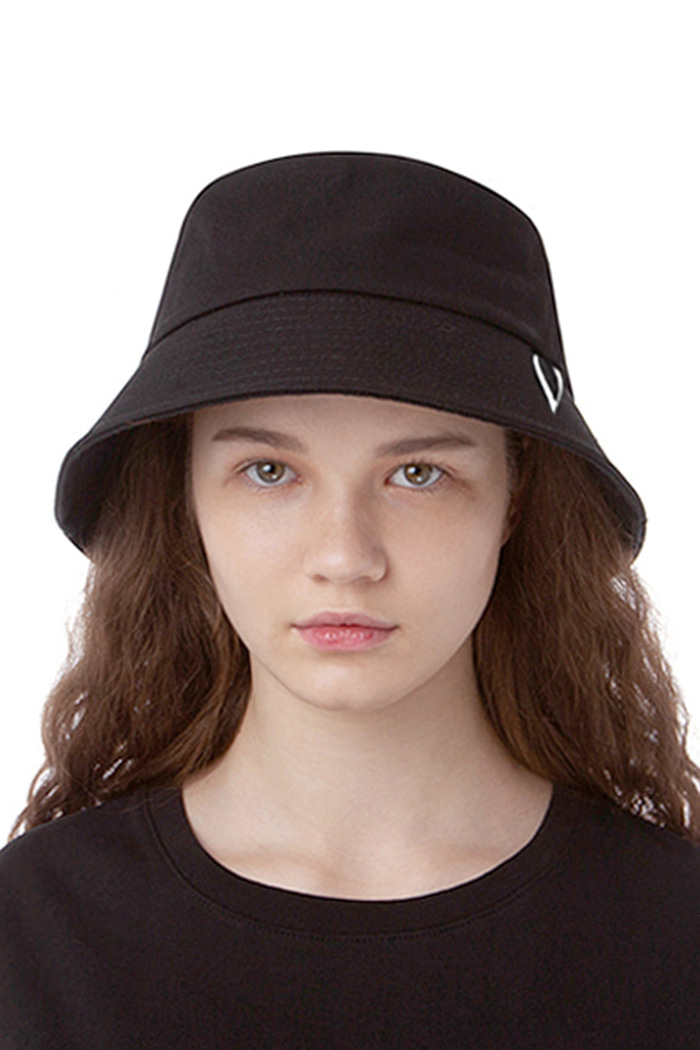 HUGE V BUCKET HAT (BLACK)